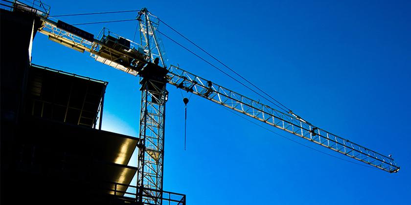 infrastructures travaux grue immeuble 840x420