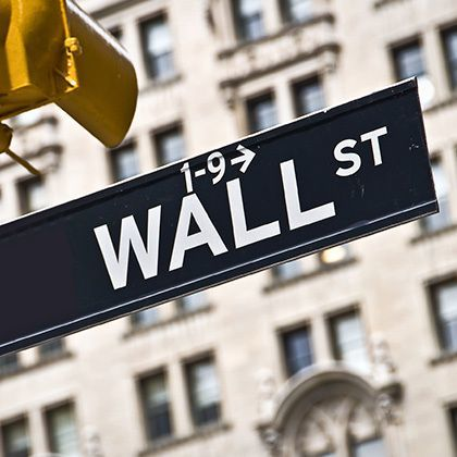wall street direction sign in new york city