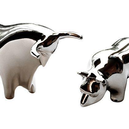 metal bull and bear figurines