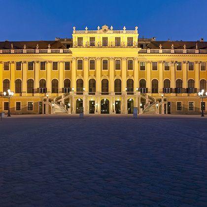 Vienna at night, palace schoenbrunn