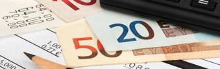 banque finance argent billet calculatrice impôt header 925x290