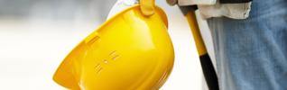 casque chantier ouvrier construction travaux 925x290